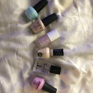 Bundle of nail polishes